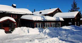 Solen strålar 🌞 och vi har fått massor med snö!  Vi har öppet varje dag, frukost…